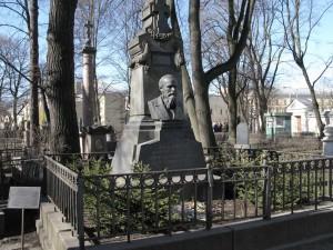 Могила Фёдора Михайловича Достоевского в Александро-Невской Лавре, на Тихвинском кладбище, в Некрополе мастеров искусств