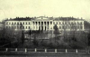 Старая фотография Мариинской больницы для бедных в Москве, где родился Достоевский Ф.М.