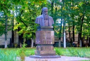 Памятник Ф.М. Достоевскому в Люблино