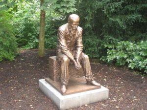 Памятник Ф.М. Достоевскому в Бад-Хомбурге  (Германия, административный округ Дармштадт, Кур-парк)     (2014, скульптор – Н. Карлыханов)