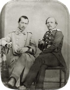 Ф.М. Достоевский и Ч.Ч. Валиханов. 1858 или 1859. Фотография Соломона (Шлеймы) Лейбина